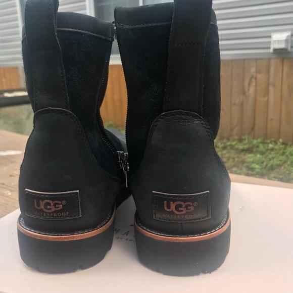 92904e0793e UGG Men Hendren TI Boots size:7 NWOT